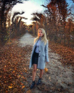""""""".. and the leaves fell from the trees without regret..."""" 🍂 #vienna#schönbrunnpalace#visitvienna#coldday#ootd#lovelyplace#schönbrunngarten#autumnvibes#vienna_austria#viennanow#viennastravel#leavesfalling#cloudy Schönbrunn Garten"""