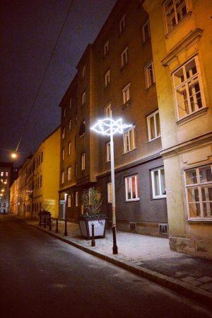 #neudeggergasse #OT #lichtskulptur #sternstele #lukaskaufmann #neverforget #novemberpogromnacht #november9 #ehemalige #synagogeneudeggergasse #wienersynagogen #stadtgeschichte #neudeggergasse12 zerstört in der Nacht...