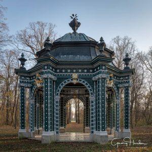 Herbst im Schlosspark Laxenburg #igersviennaontour #igersaustria #architecture #architecturephotography #autumn #herbst #weloveaustria #laxenburg #austria🇦🇹 #landscape #symmetry #symmetrylovers Schlosspark...