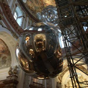 Karls Kirche Wien #tomássaraceno #moritzstipsicz #installation #contemporaryartinachurch #mirror #aerocene Wiener Karlskirche