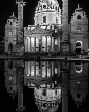 #impressions of #vienna #karlskirche #karlsplatz #bwphotography #blackandwhite #blackandwhitephotograpy #olympusomd #olympusphotography #photooftheday #photographyislife #reflection #church #citylights #nightlife #instastyle...