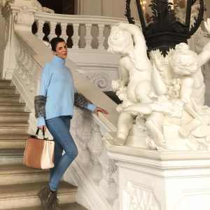 Patiently waiting for people to get out of my photo 😂 Impressed by Vienna's culture and architecture....