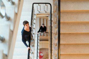 Ganggeschichten im Stiegenhaus. . #staircasefriday #stairsfriday #staircase #stiegenhausfreitag #oe1ganggeschichten #stiegenhaus #stufen #treppen #ganggeschichten #funkhausen #elketschaikner #christianscheib #tgif...