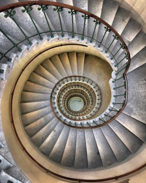 Palace of Justice • • • • #vienna #austria #igersvienna #shotoniphone #agameoftones #exploretocreate #welltravelled #tv_living #natgeotravel #europe_vacations...