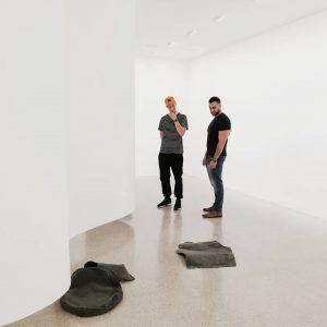 Ute Müller & dvaja milovnici sucastneho umenia 🖤 #utemuller #contemporaryart #mumok
