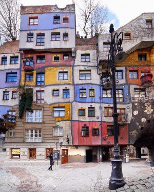 The beautiful Hundertwasserhouse. Have a wonderful Thursday, Vienna! 🌈💝 by @mehmetsert #viennanow