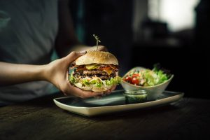 Breaking Burger-News aus der Wiener Innenstadt! @leburger.vienna zieht in die Café Bar Bloom unter dem @hotellameevienna in...