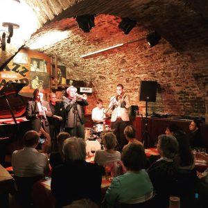 В этот осенний вечер всем рекомендую к посещению #jazzland на #schwedenplatz Заведение исключительно своей атмосферой джазового бара...