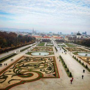 Symmetry... . . #wien #vienna #viennabelvedere #travel #travelpics #traveller #travels #travelgram #travelgrams #landscape #landscapephotography #sky #clouds #viaggi...