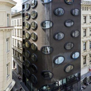⚙Рубрика #wowtravelspots_hotel представляет вашему вниманию чудо современной архитектуры - отель Topazz, расположенный в столице Австрии - Вене....