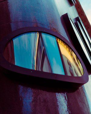 . . Submarine hotel . My favorite in Vienna . #rsa_minimal #architecture #contrast #vienna #wien #hoteltopazz #kolomanmoser...