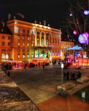 💁♂️ Winter im MQ ... das nahe dem Stadtzentrum gelegene MuseumsQuartier Wien (MQ) ist mit rund 60...