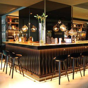 I don't drink but I like pretty bars. .......................... #vienna_austria #fancyhotel #hotelbar #bar ...