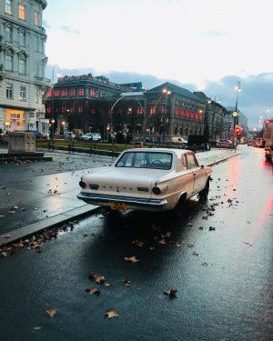 #automobile #vienna #firstdistrict #innerestadt ##viennadowntown #goodmorning #its730 #headingtowork #makwien #british #wien #ringstrasse #museumfürangewandtekunst #redlights #stubentor #drkarlluegerplatz #auto...
