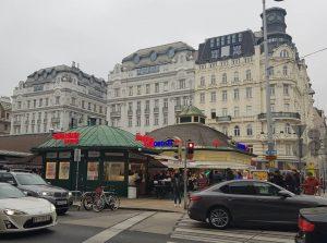 오스트리아 비엔나 나슈마르크트 재래시장 생각보다 꽤 컸고 베트남 음식이 많았고 볶음국수가 맛있었다 신기하고 예뻐서 사먹어본 음식득은 모두...