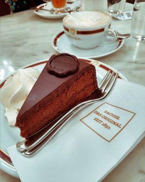 В венских кафе есть свой особый шарм. 😍