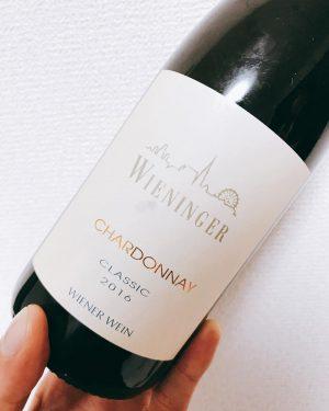 定例ワイン会🍷&バースデーパーティ🎉&ソムリエ合格お祝い🥂 おかげさまで昨日31歳。ソムリエ試験にも合格できました。長かったなぁ。 これで美味しいか美味しくないかだけで、ワイン飲めるわぁ。スーボア、腐葉土、ゼラニウムのニュアンスとかわかるかっちゅうねん。 えにうぇい これから楽しく飲もう。 今回のワインは ヴィーニンガーさんのシャルドネ ラッツェンベルガーさんのゼクト カロンセギュールの3rd 3人で3本、よーのんだ。 #ratzenberger #ラッツェンベルガー #ゼクト #sekt #wieninger #wien #wienwine...