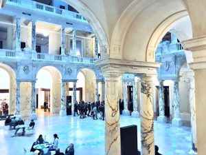 #WeltmuseumWienWednesday comes with a view into our Hall of Columns. The magical atmosphere was captured by @sophiahoeretzeder...