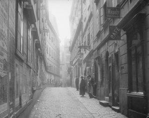 Die Gegend um die Blutgasse herum ist eine der ältesten Wiens, die Fundamente der Häuser stammen teilweise...