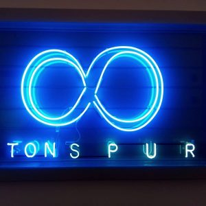 Tons pur? Tücken der Zeichenabstände #lights #font #unendlich #typography #viennacitytypeface #tonspur #museumsquartier