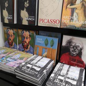 Books glorious books...📚 #bookstagram #bookstagrammer #booksbooksbooks #bookstore #picasso #matisse #maxernst #jimdine #edvardmunch #anselmkiefer #belvederemuseum #soullasays