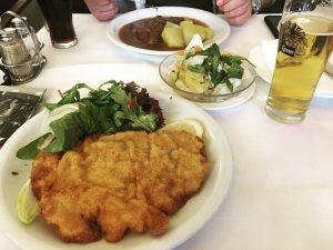 Wiener Schnitzel and Viennese goulash 🍺