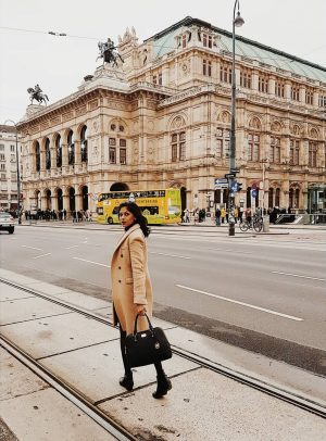 Have a nice cold day 💋 #architecturedesign #archilovers #outfitinspo #outfitstyle #outfitgoals #coat #opera #traveleurope #cityview #landscapelover #photographylove...