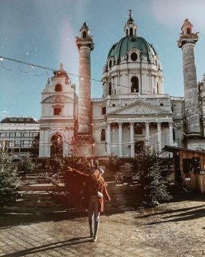 [Werbung] #hometown ♥️ #igersvienna #wien #karlskirche #love #view #christmas #vienna #sun #ootd #happy #lovedailydose #instagood Karlskirche, Wein
