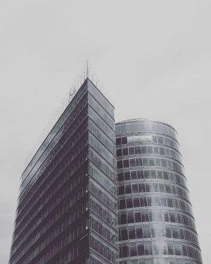 #architecture #modern #architexture #architecturephotography #modernarchitecture #design #lookup #bnw_planet #skyscraper #monochrome #bwphotography #lekkerzine #broadmag #rentalmag #visualambassadors #ourmomentum #ourmag...