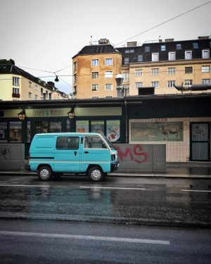 Cute little car in the rain 🐬 • #asundaycarpic #soloparking #onlyyou #subaru #van #subaruvan #vintage #car #vintagecar...