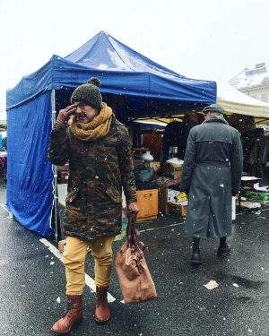 #wien #wienstagram #vienna #viennalife #naschmarkt #flohmarkt #wienzeile #humans #schnee #neve #snow #fashion #moda Flohmarkt am Naschmarkt