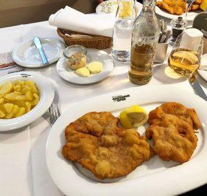 Original Wiener Schnitzel @plachutta_restaurants (Walfischgasse 5, 1010 Wien) . . . . . ...