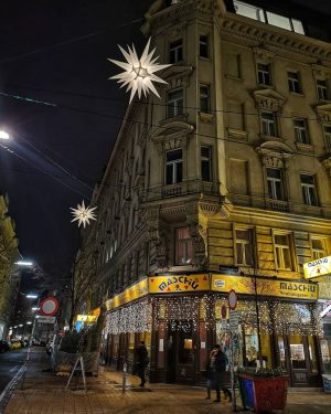 1. Neubaugasse . 2. Andreasgasse . . . . . . #vienna #eveningmood #neubaugasse #wienneubau #neubaulove #christmasinvienna...