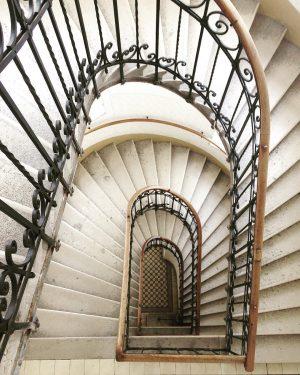 Walking down a beautiful liberty stairway in Vienna's 15th district . . . #Vienna #Wien #RudofsheimFünfhaus #Liberty...