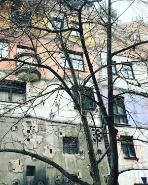 #hundertwasserhaus #canon #viennanow #vienne #vienna #travel #vienna_austria #visitvienna #feelaustria #imperialknight #winter #christmas #christmastime #traveler #igervienna #wonderlustvienna #viennagoforit...