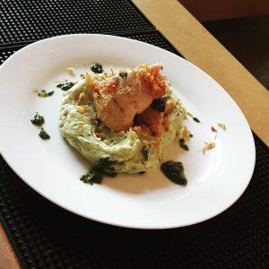 heute als Tagesteller: * klare Gemüsesuppe * Thymian-Risotto mit Birne und Schafskäse * Saltimbocca-Huhn mit Erdäpfel-Basilikum-Püree #donnerstag...