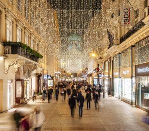 Auch der Kohlmarkt strahlt in Weihnachtsstimmung! 💫🌟 Wer freut sich schon auf Weihnachten?🎄 Copyright: Tony Gigov Photography...