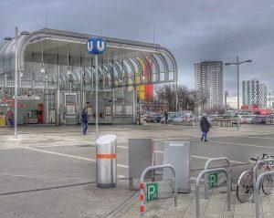 27/12/2018 Wien Favoriten, U1 Station Altes Langut #wien #wienfavoriten #alteslandgut #wienerlinien #ubahn #metro #laaerberg Laaerbergbad