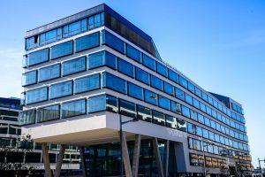Austria Campus - Vienna Architect: Boris Podrecca ———• #vienna #austria #bacampus #austriacampus #architecture #architecturephotography #architecturevienna #modernarchitecture #campus...
