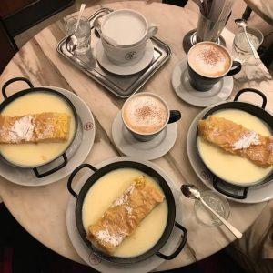 #milchrahmstrudel #cafe #strudel #vanillasauce