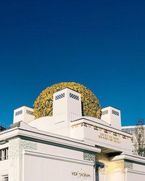 Blue Skies ❤️ Golden Leaves . . . #igersaustria #igersvienna #viennanow #wienliebe #viennaonly #onlyvienna #secession #golden #historicbuilding...