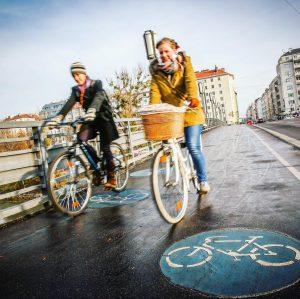 Verstopfte Innenstädte, Bewegungsmangel oder der Klimawandel. Komplizierte Probleme erfordern einfache Lösungen. Das Fahrrad ist so eine! In...