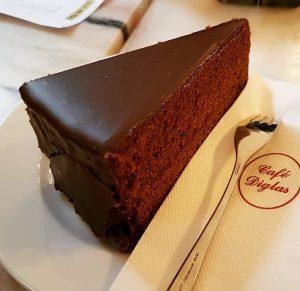 🇪🇸 Si te gusta el chocolate matarás por una tarta sacher. . 🇬🇧 If you like the...