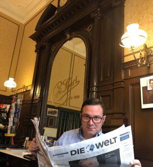 Timpul se scurge altfel prin cafenelele vieneze... Încercați Cafe Sperl !