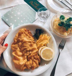 Igazi Wiener Schnitzel 😍 #nemdiétás #Bécs #cafeprückel