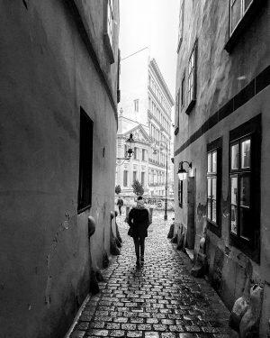 Vienna • narrow alley (January 2019) ———— #vienna #wien #griechengasse #citywalk #firstdistrict #urban ...