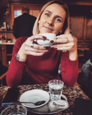 What movie is this👀 #schwarzenberg #vienna #wien #embracethemoment #coffeelover #wanderlust #ease #voyage #adorable #beautiful #happy #blond #girl...