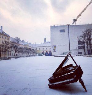 let it snow, let it snow, let it snow 🎹 . . . ...