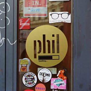 """Willkommen im Phil, der schönsten """"Buch-Apotheke"""" Wiens! Also keine Sorge, wenn einmal der Lesestoff ausgeht – das..."""