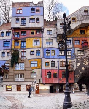 Hundertwasser House💫 . Follow us @vienna_go . #vienna_go . Ph by @mehmetsert